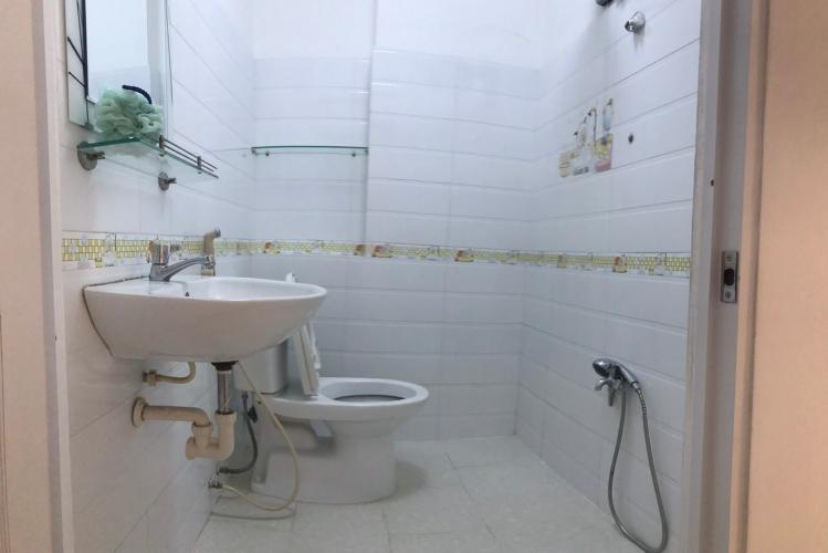 Phòng tắm nhà phố Bình Thạnh Nhà phố Bình Thạnh hẻm xe hơi rộng, sổ hồng sang tên nhanh.