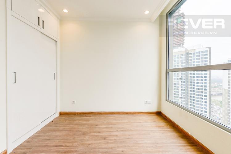Căn hộ Vinhomes Central Park tầng 17 thiết kế hiện đại, nội thất cơ bản.