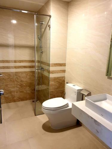 Phòng tắm căn hộ Saigon Royal Căn hộ Saigon Royal bàn giao đầy đủ nội thất hiện đại, view nội khu.