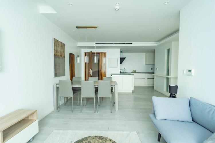 Căn hộ tầng 18 Léman Luxury Apartment ban công Tây Bắc, đầy đủ nội thất.