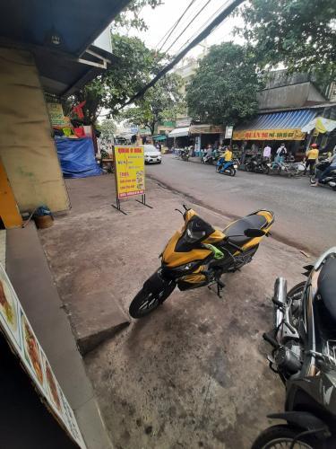 Đường trước nhà phố Quận Thủ Đức Nhà phố mặt tiền đường số 9, cách đường Phạm Văn Đồng 230m tiện di chuyển.