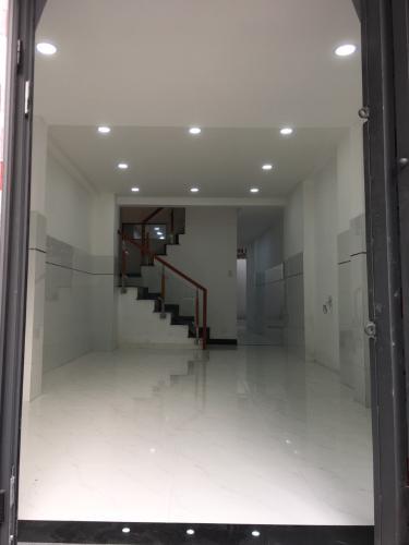Phòng khách nhà phố Nhà phố Gò Vấp gần mặt tiền đường Quang Trung, hướng cửa Tây Nam.