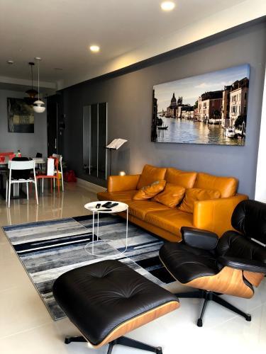 Căn hộ chung cư Icon 56 view thành phố cực thoáng, đầy đủ tiện nghi.