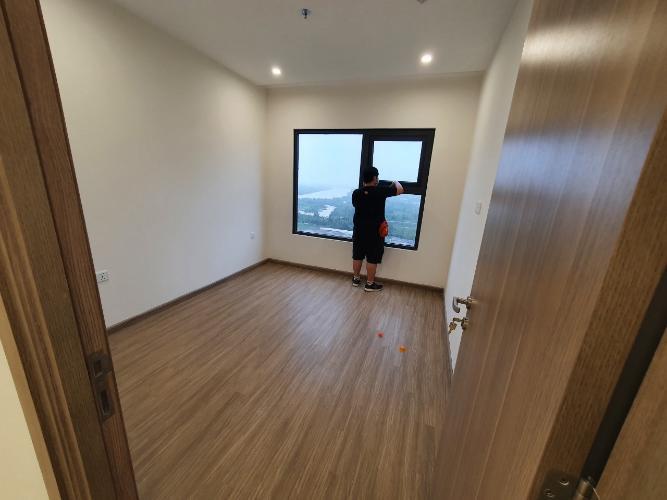 Căn hộ Vinhomes Grand Park tầng 18 không có nội thất, view thành phố thoáng mát