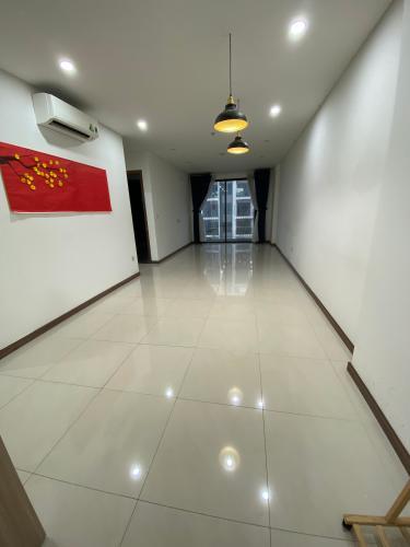 Căn hộ HaDo Centrosa Garden tầng cao, thiết kế hiện đại nội thất cơ bản.