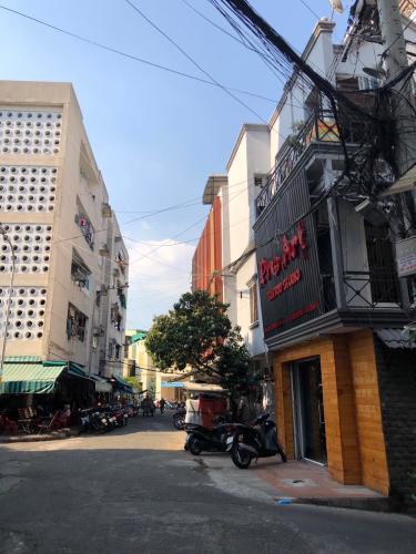 Đường hẻm nhà phố Lê Văn Sỹ, Quận 3 Nhà 2 mặt tiền hẻm xe tải hướng Đông, sau lưng chợ Nguyễn Văn Trỗi