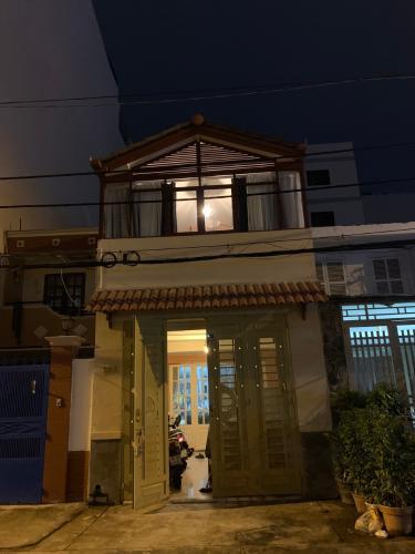 Nhà phố ngya khu cư xá Ngân Hàng diện tích 80m2, nội thất cơ bản.