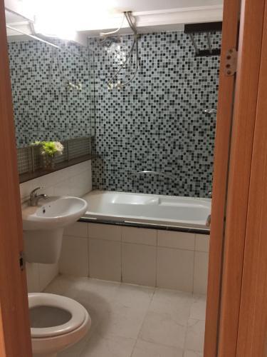 Phòng tắm căn hộ Cantavil An Phú, Quận 2 Căn hộ tầng 12 Cantavil An Phú cửa chính hướng Tây Bắc, đầy đủ nội thất.