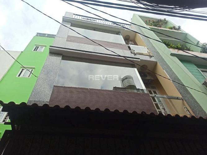 Nhà phố kết cấu 1 trệt 3 lầu, có sân thượng rộng rãi thấy được Bitexco.