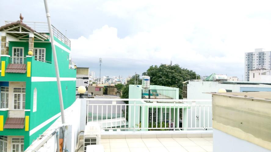 Sân thượng nhà phố Quận 6 Nhà phố Quận 6 hướng Nam diện tích sử dụng 111.8m2, nội thất cơ bản.