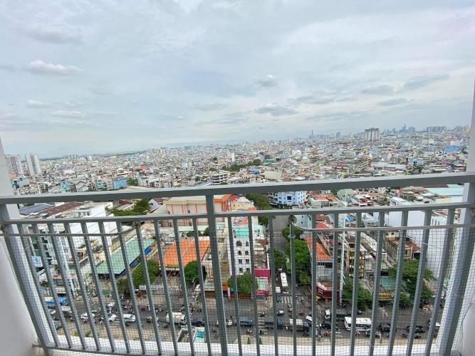 Ban công căn hộ Oriental Plaza, Tân Phú Căn hộ chung cư Oriental Plaza hướng Tây Nam, view thành phố sầm uất.