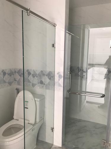 Phòng tắm căn hộ Conic Riverside, Quận 8 Căn hộ Conic Riverside hướng cửa Tây Bắc, nội thất cơ bản.