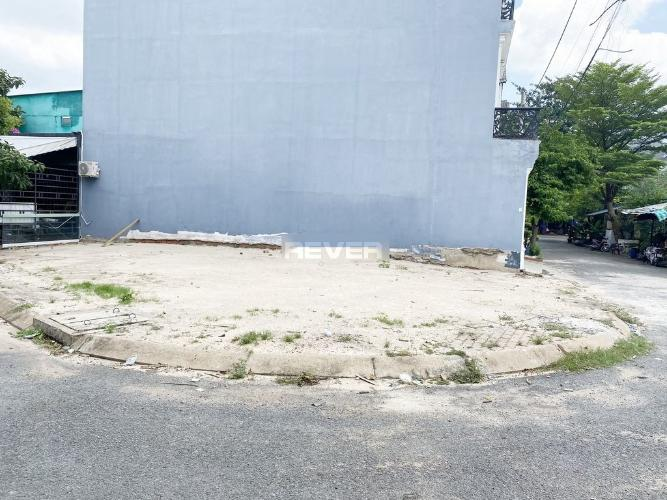 Đất diện tích 103.5m2 lô góc 3 mặt tiền đường, khu dân cư đông đúc.
