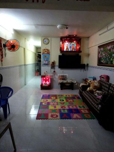 Căn hộ tầng 1 Ngô Gia Tự thoáng mát, bàn giao nội thất cơ bản.