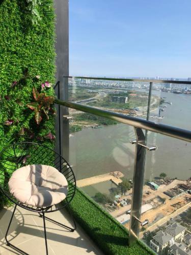 Vinhomes Golden River Căn hộ Vinhomes Golden River tầng cao view đẹp, đầy đủ nội thất.