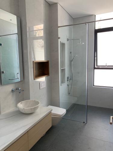 phòng vệ sinh penthouse riviera point Căn hộ Penthouse Riviera Point đầy đủ nội thất, view sông thơ mộng.