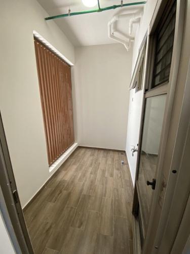 loggia căn hộ midtown Căn hộ Phú Mỹ Hưng Midtown nội thất cơ bản, view thành phố.