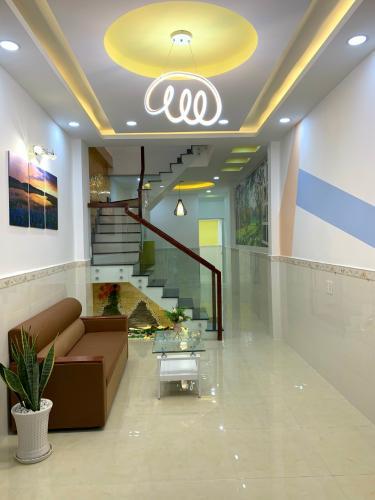 Phòng khách nhà phố Nhà phố Bình Thạnh diện tích đất 59m2, hẻm trước nhà 6m.