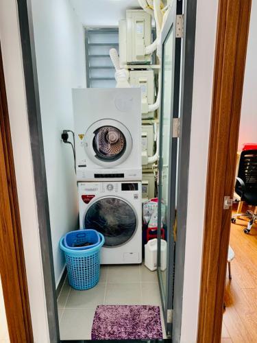 Nội thất căn hộ D-Vela Căn hộ tầng 7 D-Vela view thành phố, ban công hướng Đông.