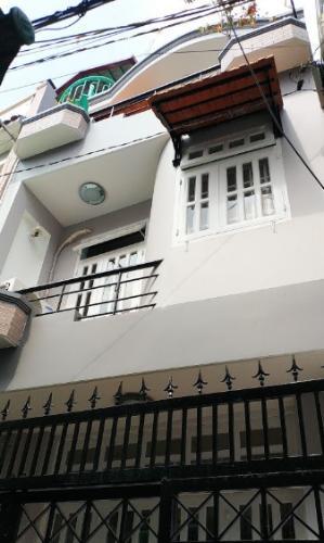 Nhà phố thiết kế kỹ lưỡng có 1 trệt 2 lầu và sân thượng, có sổ hồng riêng.