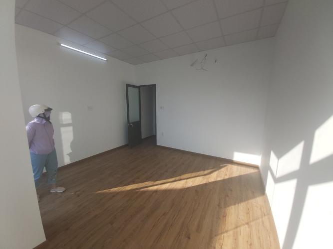 Phòng ngủ Nhà phố hướng Đông, hẻm thông tứ hướng, nội thất cơ bản.