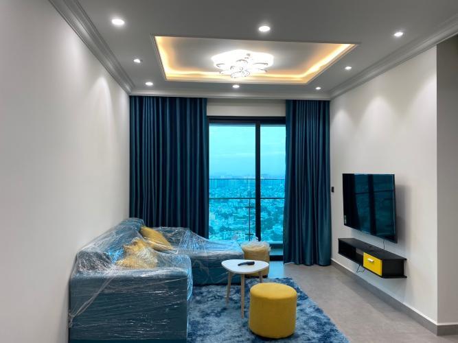 Phòng Khách và ban công Feliz En Vista Căn hộ Feliz En Vista tầng cao, nội thất đầy đủ hiện đại.