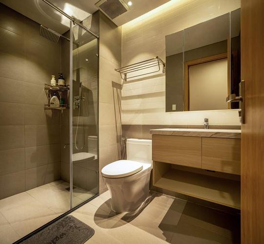 Nhà vệ sinh Saigon South Residence Căn hộ Saigon South Residence tầng 5 có 3 phòng ngủ, đầy đủ tiện ích.