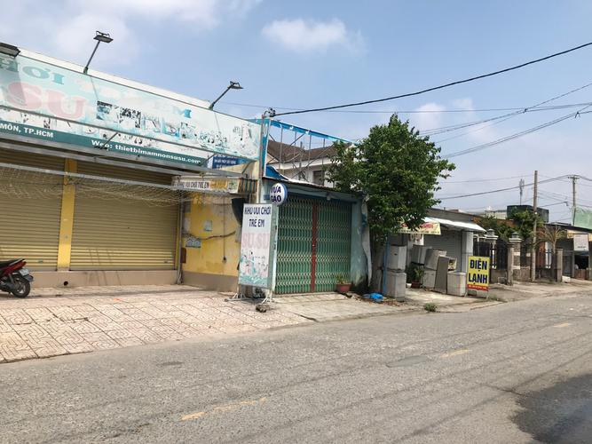 Đường trước mặt bằng kinh doanh Huyện Hóc Môn Mặt bằng kinh doanh diện tích 250m2 rộng rãi, khu vực kinh doanh sầm uất.