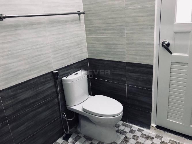 Phòng tắm nhà phố Nguyễn Văn Linh, Quận 7 Nhà phố hướng Bắc, đường nhựa rộng 20m, thông thoáng.