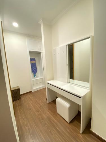 Căn hộ tầng 20 Vinhomes Central Park có 2 phòng ngủ, cửa hướng Tây Nam.