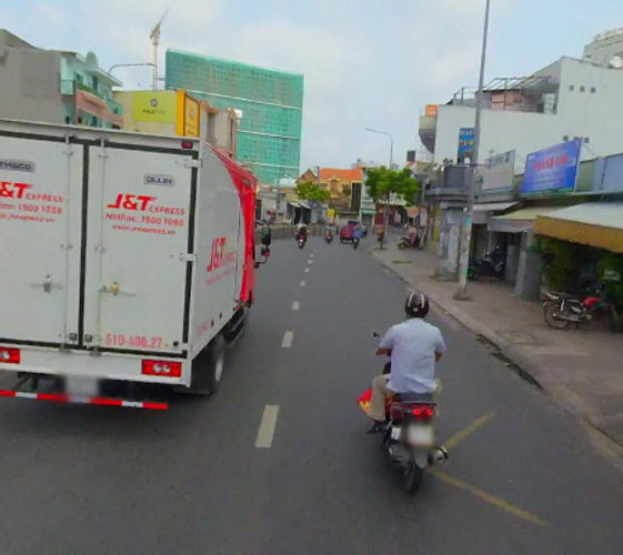 Đường trước nhà phố Quận Tân Phú Nhà phố cửa hướng Đông Bắc, thiết kế 1 trệt, 1 lửng và 2 lầu kiên cố.