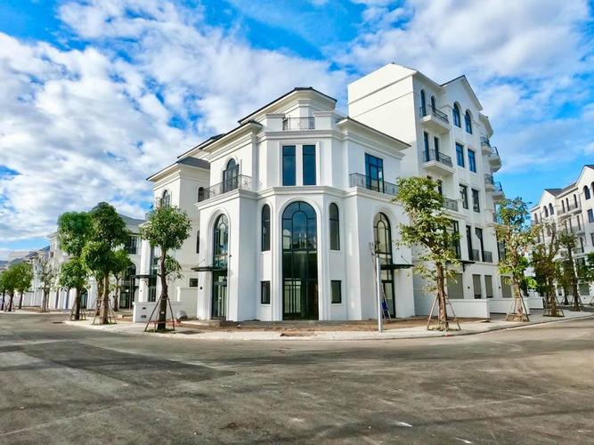 Biệt thự Vinhomes Grand Park thiết kế 3 lầu và 1 tum, không có nội thất.