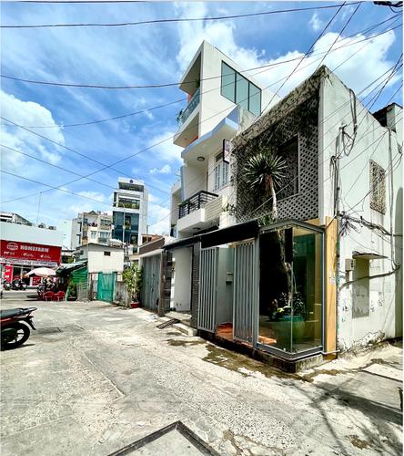Đường trước văn phòng Quận Phú Nhuận Văn phòng diện tích 42m2 cửa hướng Nam, hẻm rộng 7m thông thoáng.