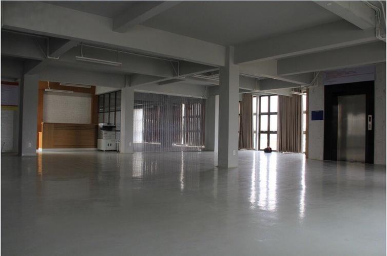 Nhà xưởng kho bãi Quận 9 Nhà xưởng kho bãi diện tích 550m2, đầy đủ mọi dịch vụ trong kho.