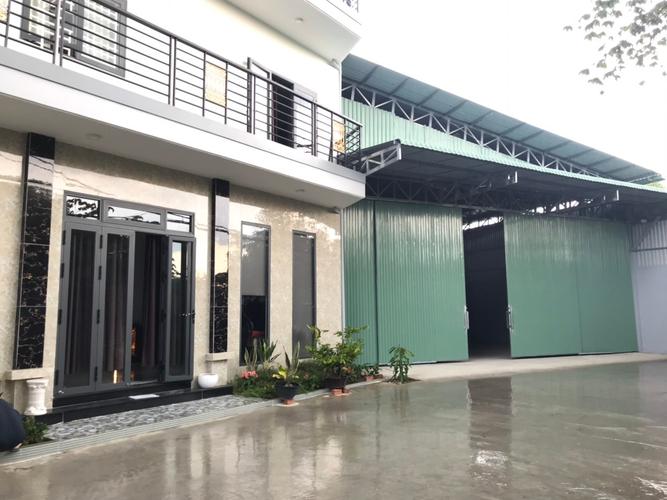 Nhà xưởng kho bãi Huyện Bình Chánh Nhà xưởng kho bãi diện tích 400m2, có văn phòng và bãi xe, khu vực an ninh.