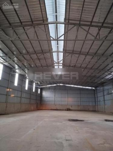 Bên trong kho xưởng Đường Long Phước, Quận 9 Nhà xưởng kho bãi diện tích 1800m2, đường xe Container rộng rãi.