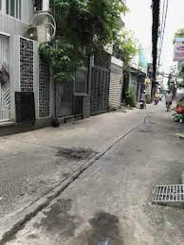 Đường trước nhà phố Quận Phú Nhuận Nhà phố kết cấu 1 trệt 1 gác hướng Nam, đầy đủ nội thất và tiện ích.