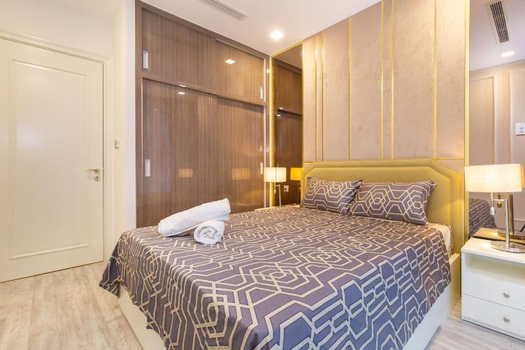 Căn hộ Vinhomes Golden River, Quận 1 Căn hộ 3 phòng ngủ Vinhomes Golden River tầng 11, đầy đủ nội thất.