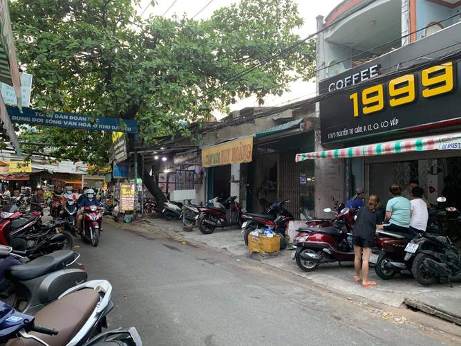 Đường trước nhà phố Quận Gò Vấp Nhà phố thiết kế 1 trệt, 2 lầu cửa hướng Đông Nam, khu dân cư hiện hữu.