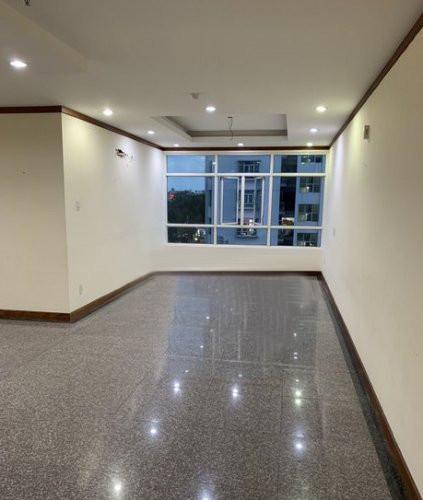 Căn hộ Hoàng Anh Giai Việt tầng 3 view đón gió thoáng mát, nội thất cơ bản.