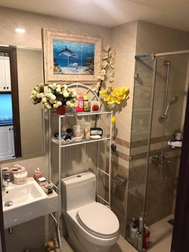 Phòng tắm căn hộ Saigon Royal Office-tel tầng trung Saigon Royal view thành phố thoáng mát, cực đẹp.