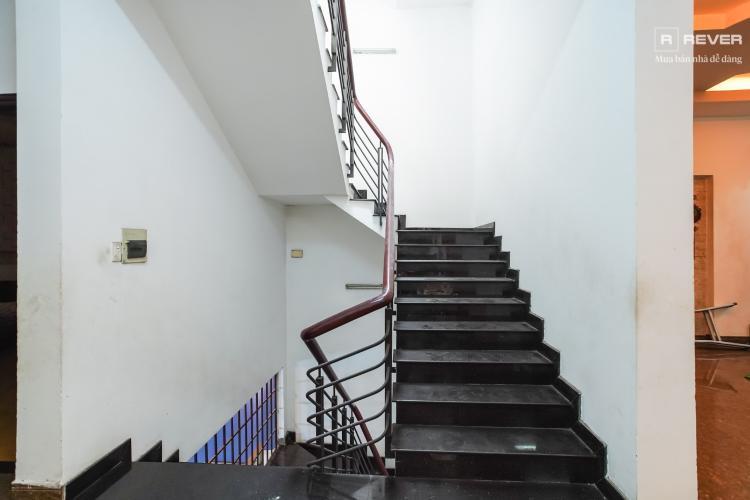 Cầu thang nhà phố Bình Thạnh Cho thuê nhà nguyên căn mặt tiền Nguyễn Văn Đậu, Bình Thạnh, DT 189m2, hướng Đông Nam