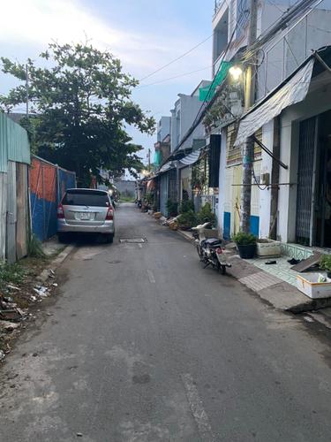 Đường trước nhà phố Quận Bình Tân Nhà phố thiết kế 1 trệt, 1 lửng đúc kiên cố, không có nội thất.
