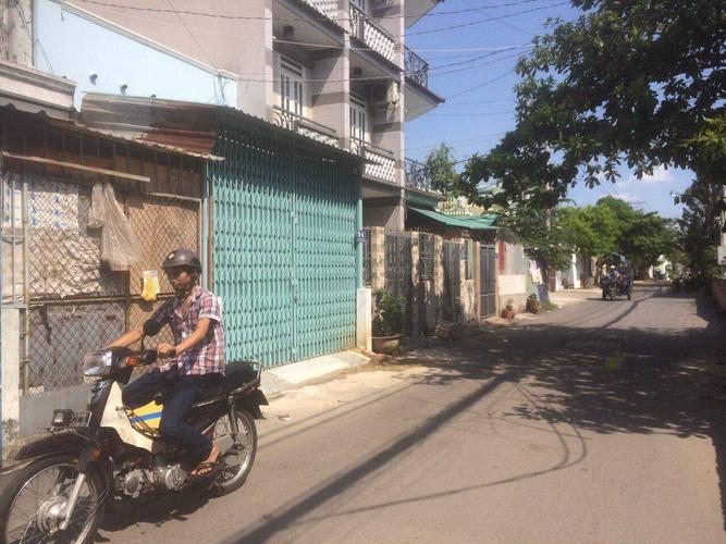 Đường trước mặt bằng kinh doanh Quận Bình Tân Mặt bằng kinh doanh kết cấu 1 trệt, 1 gác lửng có phòng ngủ ở lại.