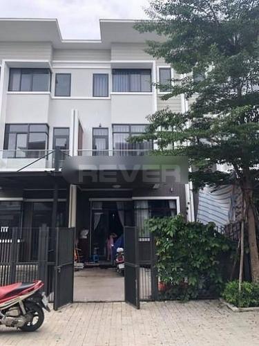 Mặt tiền nhà phố Huyện Bình Chánh Nhà phố Mizuki Park diện tích 100m2 kết cấu 3 tầng kiên cố, đầy đủ nội thất.