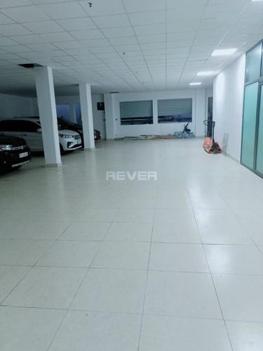 Văn phòng Quận Bình Thạnh Văn phòng diện tích 200m2 rộng rãi, không ngăn phòng, nội thất cơ bản.