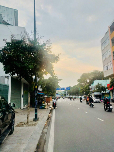 Đường trước văn phòng Quận Tân Bình Văn phòng diện tích 120m2 sạch sẽ thoáng mát, khu dân cư sầm uất.