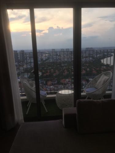 View căn hộ Masteri Thảo Điền, Quận 2 Căn hộ Masteri Thảo Điền tầng 37 có 3 phòng ngủ, đầy đủ nội thất.