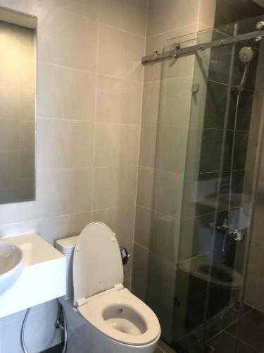 Phòng tắm căn hộ Vinhomes Grand Park Căn hộ Vinhomes Grand Park view nội khu, tầng cao đón gió mát.