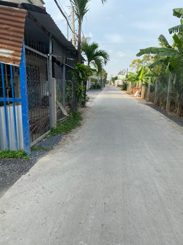 Đường vào nhà xưởng kho bãi Huyện Bình Chánh Nhà xưởng kho bãi diện tích 2000m2, cách Hương Lộ 11 chỉ 10m.